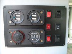 Tableau 12v : Réalisation d'un petit tableau maison avec 4 prises USB, 1 prise allume cigare, un voltmetre et 6 interrupteurs
