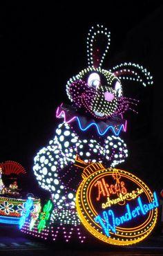 Alicia en el país de las maravillas en el desfile... y no, no estábamos en Disneyland - Universal Studios Japan, #Osaka  #Viaje #Japon