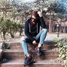 Radarımıza takılan cool ve rahat stiller👌🏼 📷: @modafobik #inspiration #fashionblogger  #mensfashion #menstyle #menswear #casual #cool #streetstyle #love #swagger #swag #dapper #gentleman #fresh #ootd #outfitoftheday #wiw #wiwt #whatiwore #style #fashiondiaries #guy #man