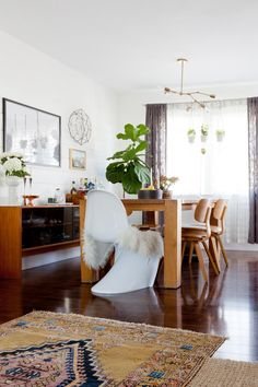 Rug, wood, white, fixtures