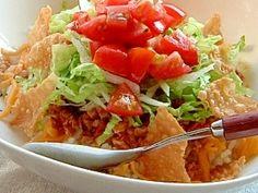 「ベジタリアンのタコライス」沖縄のタコライス、熱々のご飯にベジチーズとミートをのせ、シャキッと冷やしたレタスとトマトをのせていただきます。香辛料を加減してご家庭の味に仕上げてくだい。【楽天レシピ】