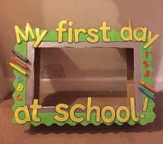First Day At School Frame, First Day Of School Pictures, 1st Day Of School, School Photos, First Day Of School Activities, Kindergarten First Day, Preschool Classroom, Preschool Crafts, School Photo Frames