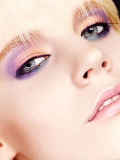 14 Fresh Makeup Trends For This Spring. Pastel wedding make up ideas and inspiration for the bride Aveda Makeup, 80s Makeup, Beauty Makeup, Makeup Class, Blue Makeup, Makeup Blog, Makeup Style, Girls Makeup, Summer Eye Makeup