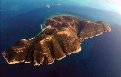Η ΜΟΝΑΞΙΑ ΤΗΣ ΑΛΗΘΕΙΑΣ: Πως η Νήσος Σάσων από ελληνικό νησί κατέληξε Αλβαν...