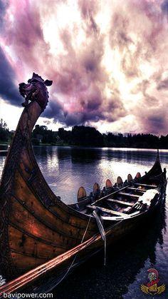 Viking serpents were actually the Viking ships. In the age of the Vikings, ships were the most important method of transportation. Viking ships helped the Viking explore lands and carry them into many raiding battles. Rune Viking, Viking Life, Viking Warrior, Vikings Art, Nordic Vikings, Norse Pagan, Norse Mythology, Viking Ship Tattoo, Viking Wallpaper