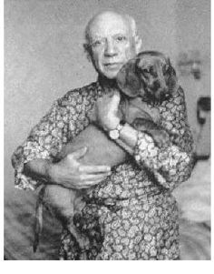 "I've never seen this amazing (though a bit blurry) photo before of Picasso and his beloved Dachshund, Lump. He's said to be ""the only dog Picasso took in his arms. Pablo Picasso, Picasso Art, Dachshund Funny, Dachshund Love, Daschund, Picasso Dachshund, Love My Dog, Weenie Dogs, Doggies"