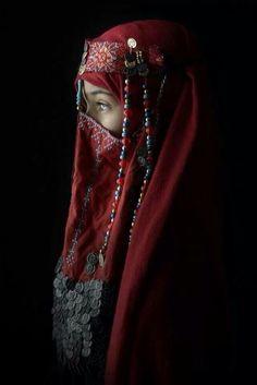 Traditional Dress from Shoudi Orbitia, really prethy for a tradi‑thiôn‑al wedding