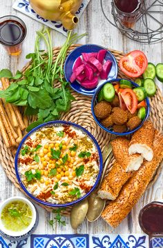 Fattet hummus (Levantine chickpea savoury bread pudding) – Chef in disguise Bagel Recipe Bread Machine, Bagel Bread, Brunch Items, Breakfast Items, Halal Recipes, Vegetarian Recipes, Savory Bread Puddings, Mediterranean Dishes, Canned Chickpeas