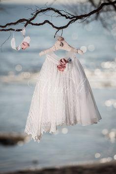 Φόρεμα βάπτισης Vinte Li 2818 με ασορτί κορδέλα.