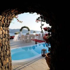 Enjoy the wedding of your dreams at the Canaves Oia Hotel