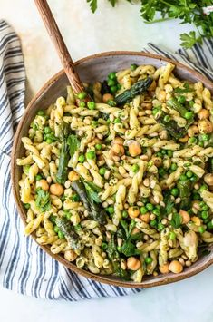 Green Goddess Pasta Salad is the stuff Summer Recipe dreams are made of! This healthy Pasta Salad Recipe is full of flavor and oh so easy to throw together. Source by slenderkitchen Related posts: Green Goddess Pasta Salad Dill Pickle Pasta Salad Easy Summer Meals, Healthy Summer Recipes, Healthy Pasta Recipes, Healthy Pastas, Pasta Salad Recipes, Cooking Recipes, Summer Pasta Recipes, Summer Pasta Dishes, Cooking Tips