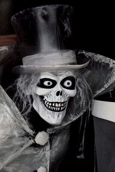 The Hatbox Ghost was a character in the original Disneyland Haunted Mansion attic scene which was removed almost immediately after the attraction opened to the public. Diy Halloween Ghosts, Haunted Mansion Halloween, Halloween Doll, Disney Halloween, Halloween Horror, Halloween 2016, Halloween Ideas, Halloween Decorations, Halloween Costumes