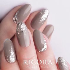 Attractive Flash Nails Highlight The Charm Of Women The trendiest fall nail designs require some practice to look perfect. However, if you are patient, you can easily make your nails look amazing. Oval Nails, Nude Nails, Glitter Nails, Black Nails, Silver Nails, Silver Glitter, Bridal Nails, Wedding Nails, Gorgeous Nails