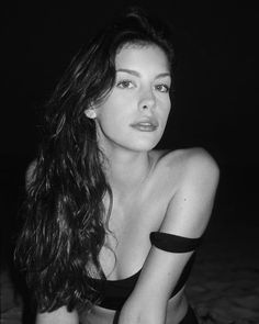 Pretty sure if you look up goddess in the dictionary, there& a picture of Liv Tyler Liv Tyler, Steven Tyler, Most Beautiful Women, Beautiful People, Beauty And Fashion, Actrices Hollywood, Portraits, Poses, Timeless Beauty