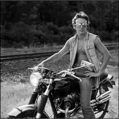 Bruce Springsteen on a Triumph Scrambler. A picture of my favorite artist on my favorite bike. Too Cool!