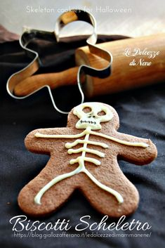 Halloween Door Decorations, Halloween Cakes, Halloween Treats, Brownie Cookies, Food Illustrations, Samhain, Gingerbread Cookies, Baking Recipes, Catering