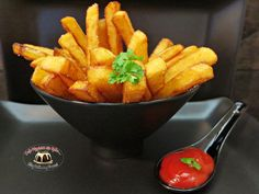 Frytki belgijskie Carrots, Pizza, Vegetables, Food, Essen, Carrot, Vegetable Recipes, Meals, Yemek