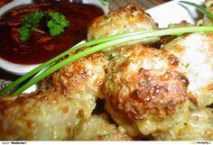 Kuličky z mletého masa, cukety a sýra s pikantní omáčkou