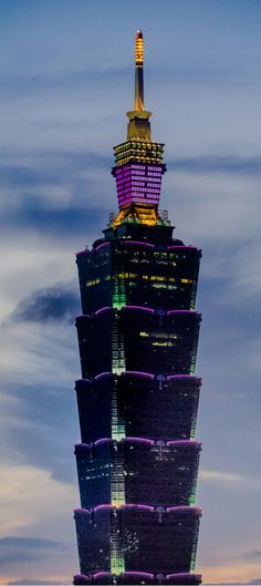 Taipei 101 and all the beautiful colours it exudes! Know more about Taiwan at http://trp.vu/1LpZWgR