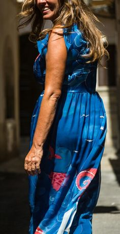 Vestido de seda pintado a mano Tie Dye Skirt, Skirts, Fashion, Painted Silk, Silk Gown, Rosario, Moda, La Mode, Skirt