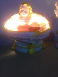 Lámpara  de sal del Himalaya con detalles en dorado