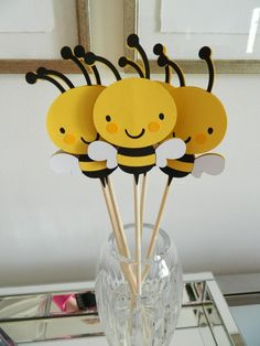3 Bee Centerpiece Sticks Bee Baby Shower Bee Birthday Party Bee Table Decor Mommy To Bee Shower Bee Table Bee Centerpiece Sticks Bee Baby Shower Bee by on Etsy halloween babyshower ideas Mommy To Bee, Baby Shower Yellow, Baby Yellow, Baby Shower Parties, Baby Shower Themes, Shower Ideas, Shower Party, Baby Showers, Shower Bebe