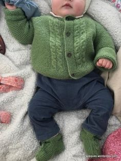 Chaqueta para bebé, con 4 botones, talla 6 meses. Lovely cardigan for baby 6 months old. Modelo 14 – Tricotar para peques – Knitting for kids