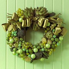 20 Cool DIY Christmas Wreaths For Foodies - See more stunning DIY Chrsitmas Wreath ideas at DIYChristmasDecorations.net!