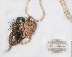 Купить Имя Розы (2) - бежевый, кулон с агатом, кулон из бисера, кулон роза
