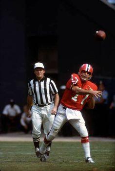 Falcons Football, Sport Football, Football Helmets, Nfl History, Vintage Football, Atlanta Falcons, American Football, Old School, Classic