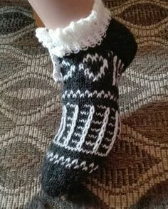 Knitted Slippers, Knitting Socks, Fingerless Gloves, Arm Warmers, Mittens, Knits, Tatting, Crochet, Crafts