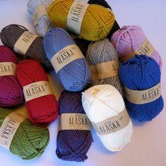 Drops Alaska. Skøn klassiker i 100% uld! Se hele udvalget her: http://hobbii.dk/collections/drops-alaska-garn