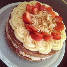 A Receita de Brigadeiro de Leite Ninho em Ponto de Bico é prática, deliciosa e perfeita para rechear e decorar os seus bolos. O brigadeiro de leite ninho é