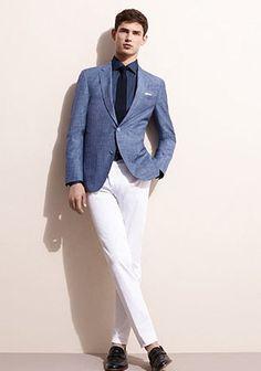 ブルージャケット×白パンツ