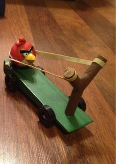 So cool! A father made this Angry Birds-inspired pinewood derby car for his son!