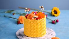 Learn how to make a delicious honeycomb cake. This cake is made with a baking powder, baking soda, c Honeycomb Recipe, Honeycomb Cake, Cake Decorating Videos, Cake Decorating Techniques, Kids Baking Championship, Bee Cakes, Cupcake Cakes, Cupcakes, How To Melt Caramel