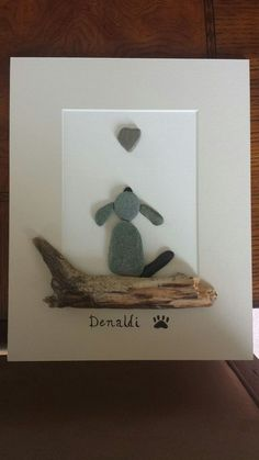 Rock and Pebble Art Ideas are inspiring kids to paint stones uniquely and decorating gardens and never is a bad idea to make a picture frame #PebbleArt #RockArt #StoneArt #DIY