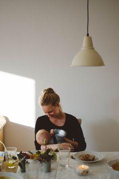 #Familienfotograf #familienbilder #familienlifestylefotograf #lifestylefotoshooting #kindheitfesthalten #marciafriesefotografie #stillenistliebe #mutterliebe