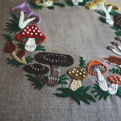 いいね!8,044件、コメント56件 ― YUMIKO HIGUCHIさん(@yumikohiguchi)のInstagramアカウント: 「. mushroom wreath . ミセス10月号の連載は、カラフルで可愛らしいきのこのリース。大人っぽく仕上げたい方は、茶系でまとめるのも素敵ですよ。楽しんでください! .…」
