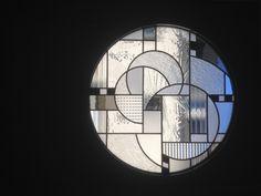 verre vitrail contemporain épuré verrière atelier art déco transparence paroi cloison séparative 1920s Home Decor, 1920s House, Stained Glass, Tiffany, Architecture, Illustrations, Stained Glass Windows, Furniture, Glass Art