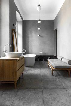 Szara łazienka, łazienka w betonie, industrialna łazienka, styl industrialny. Zobacz więcej na: https://www.homify.pl/katalogi-inspiracji/31646/nowoczesny-loft-w-starym-budynku-szpitala