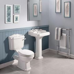 Oxford Traditional Free Standing Roll Top Slipper Bath Suite at Victorian Plumbing UK Traditional Toilets, Traditional Bathroom, Traditional Design, Victorian Toilet, Victorian Era, Close Coupled Toilets, Downstairs Toilet, Decoration, Basin