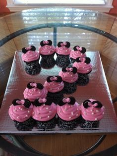 minnie mouse birthday ideas | Minnie mouse cupcakes