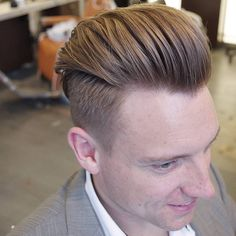Top 40 Pompadour Hairstyles for 2018 - Men's Hairstyles Mens Hairstyles With Beard, Hair And Beard Styles, Wavy Hairstyles, Wedding Hairstyles, Hairstyle Men, Pompadour Fade Haircut, Pompadour Style, Pompadour Men, Wavy Hair Men