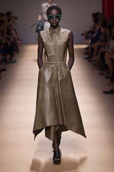 Salvatore Ferragamo, Printemps/été 2019, Milan, Womenswear Salvatore Ferragamo, Skin To Skin, Fendi, Milan, Ideias Fashion, Ready To Wear, Women Wear, Shirt Dress, Haute Couture