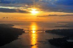Couché de soleil sur la rade de Brest avec au fond la Presqu'ile de Crozon