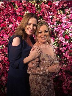 Nós nos enchemos de orgulho ao ver duas clientes mais do que queridas arrasando juntas de #PrêtàLouer em um evento pra lá de especial!  #Alugueldevestidosdeluxo #Alugueldevestidos #Vestidomãedenoiva #Vestidomãedenoivo #Vestidodemadrinha