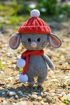 Crafts Free amigurumi mouse pattern Someone new to your life you will love it, you've . Crochet Easter, Cute Crochet, Crochet Crafts, Crochet Baby, Crochet Projects, Crochet Mouse, Crochet Amigurumi, Amigurumi Doll, Crochet Dolls