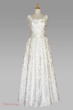 Traumhaft schönes Prinzesskleid aus reiner Seide in der Größe 36 im 60er Stil. Es stammt aus den 80er-90er Jahren. Das wertvolle Material wurde hie...