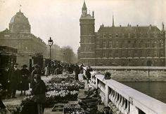 Un tour Pont au Change vers 1920... Autre ambiance au coeur de Paris !